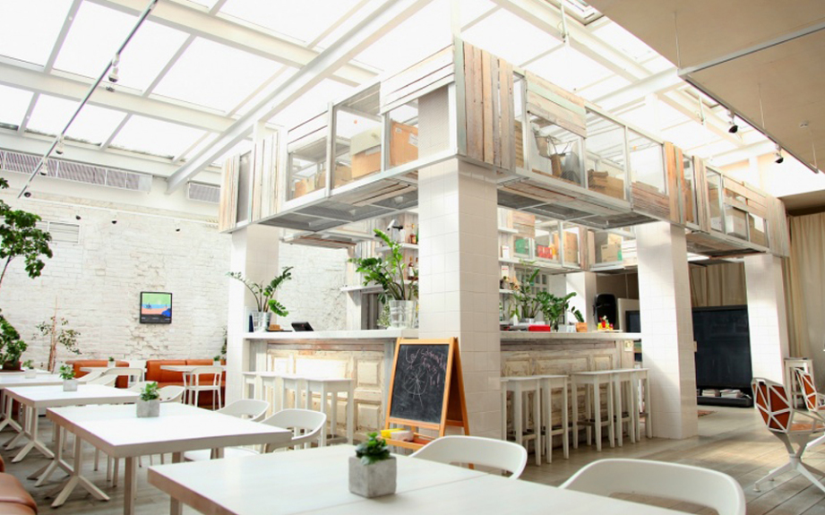 retailers-with-cafes-Cafe-KM20-921x576