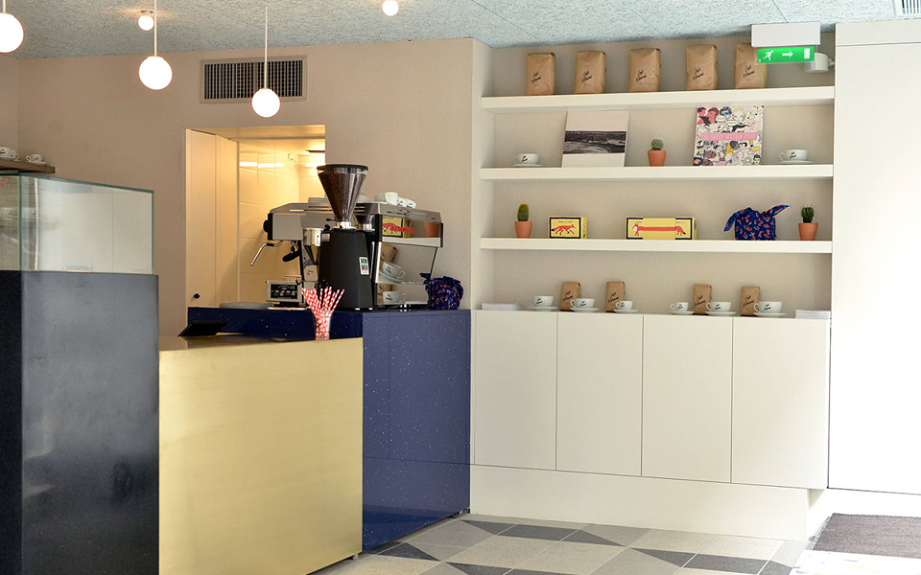 retailers-with-cafes-Cafe-Kitsuné-921x576
